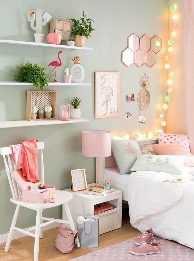 decoração de quarto feminino com prateleira para plantas  Foto Pinterest