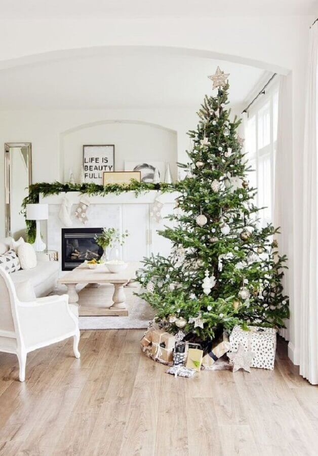 white room decoration with big Christmas tree Photo Pinterest