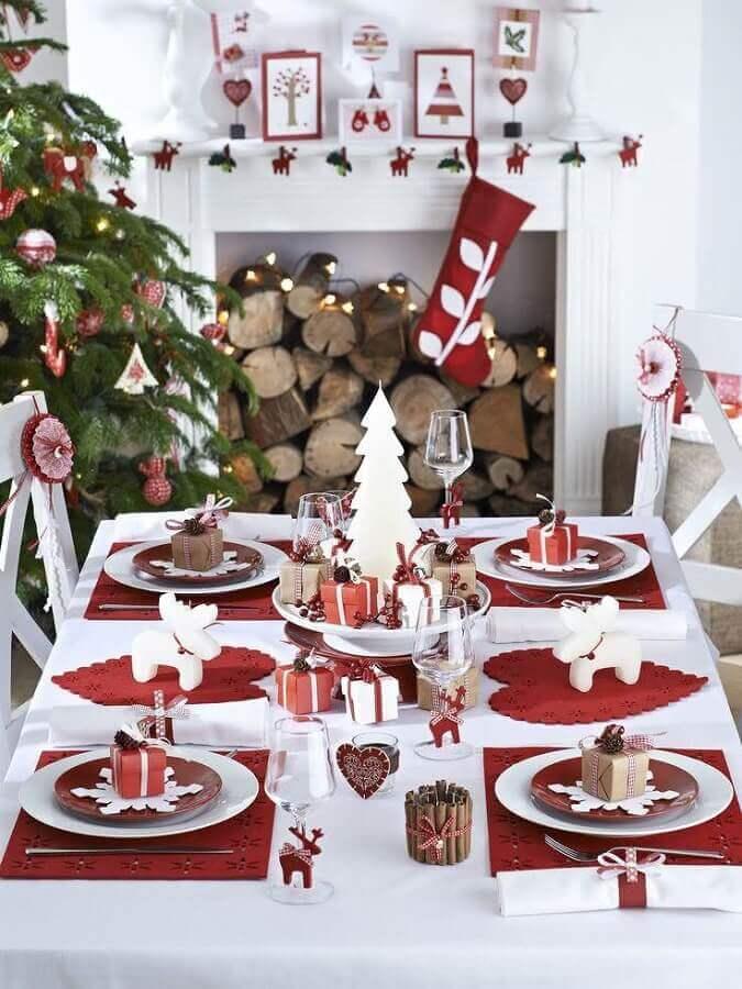 decoração divertida para mesa natalina branca e vermelha Foto El Mueble