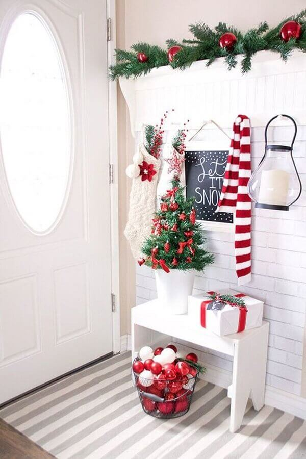 white entrance hall decoration with red balls Photo Archidea