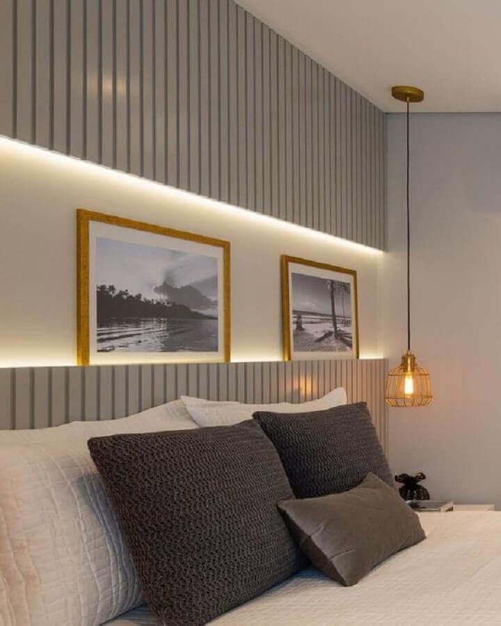 decoração quarto cinza com luminária pendente de cabeceira aramada  Foto Jeito de Casa