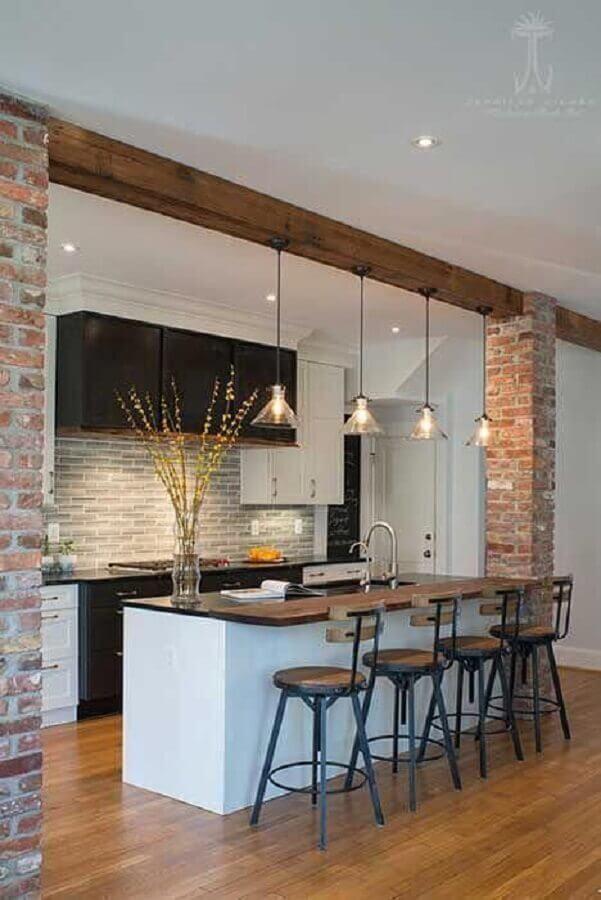 decoração rústica com luminária pendente para bancada de cozinha Foto Archilovers