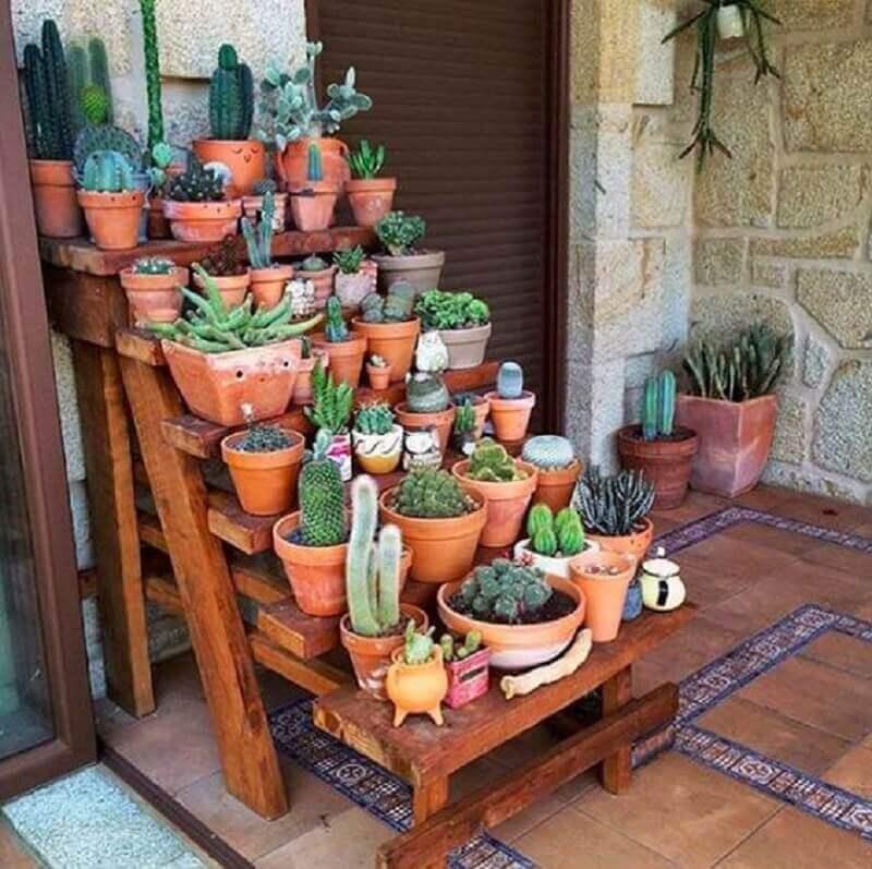 decoração rústica com vasos de plantas para varanda  Foto O Meu Jardim