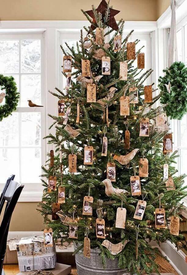Árvore de natal diferente com decoração rústica