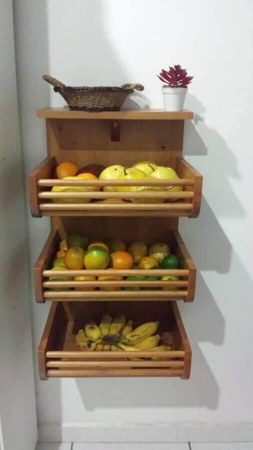 decoração simples com fruteira de madeira para parede Foto Meu Móvel de Madeira