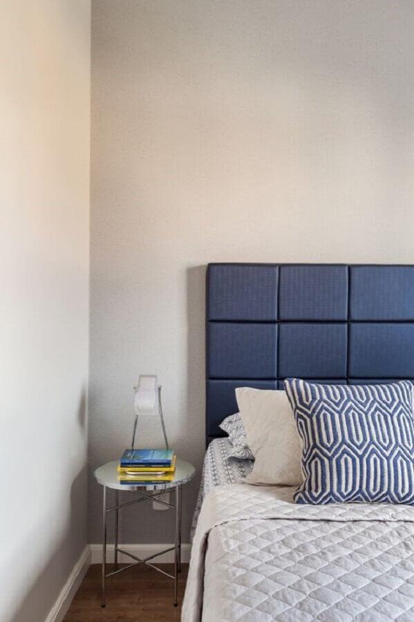 decoração simples com mesa de canto redonda para quarto Foto Rúbia M. Vieira Interiores