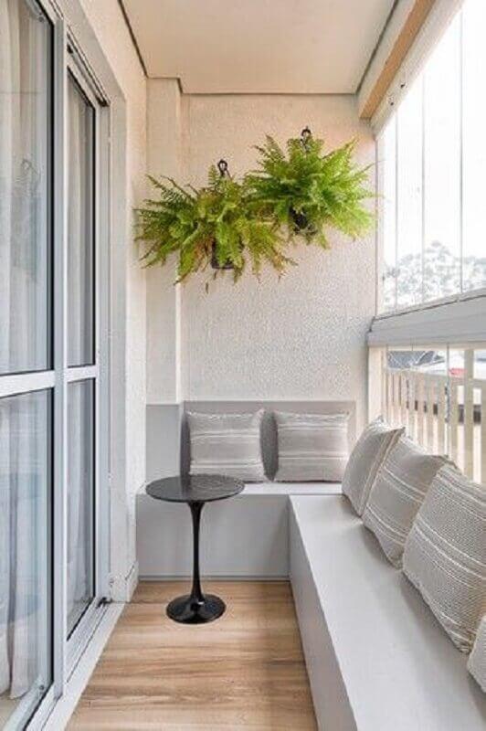 decoração simples com plantas para varanda de apartamento pequeno  Foto SP Estudio