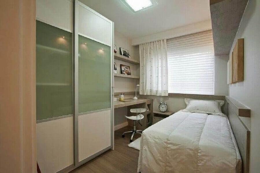decoração simples para quarto de solteiro pequeno planejado Foto BeloArte Planejados