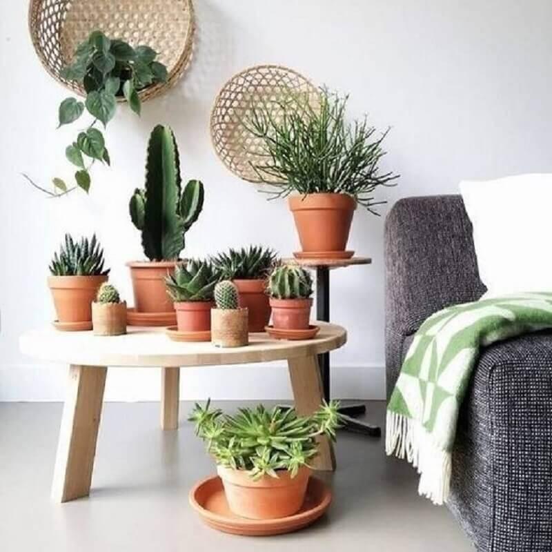 decoração tons terrosos com vasos de cerâmica natural Foto Pinterest