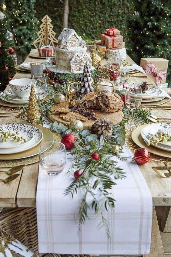 Enfeites de natal para mesa com doces e comidas