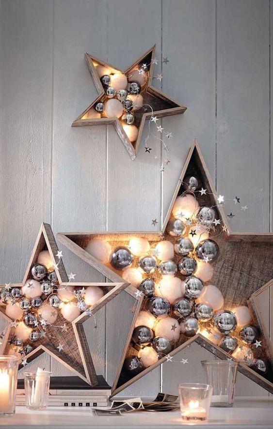 Decoração com estrela de natal e balões na decoração
