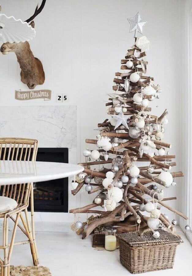Christmas decorative tips with rustic Christmas tree Photo GD-Home