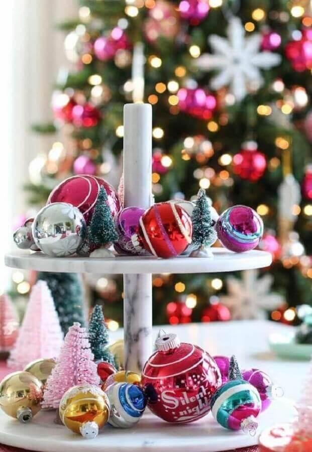 dicas de enfeites natalinos com bolas coloridas Foto Pinterest