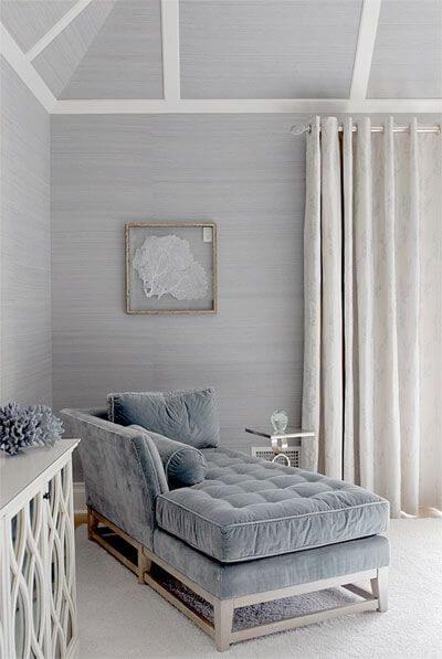 Sofá para quarto estilo divã cinza