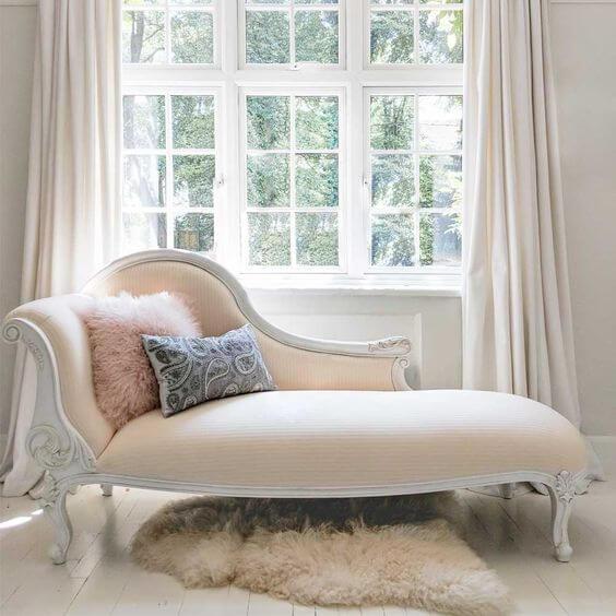 Sofá para quarto estilo divã, super clássico