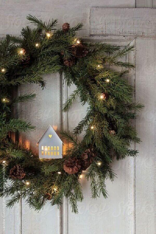 enfeite natalino para porta com pisca pisca para guirlanda Foto Pinterest