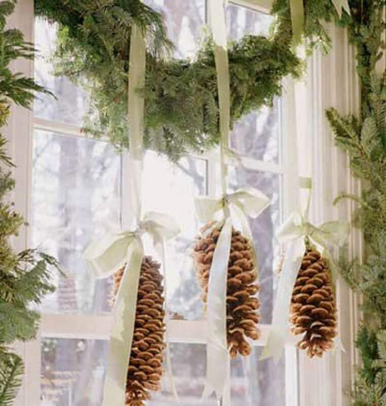Christmas decorations with festoon and pinecones Photo Fashion Bubbles