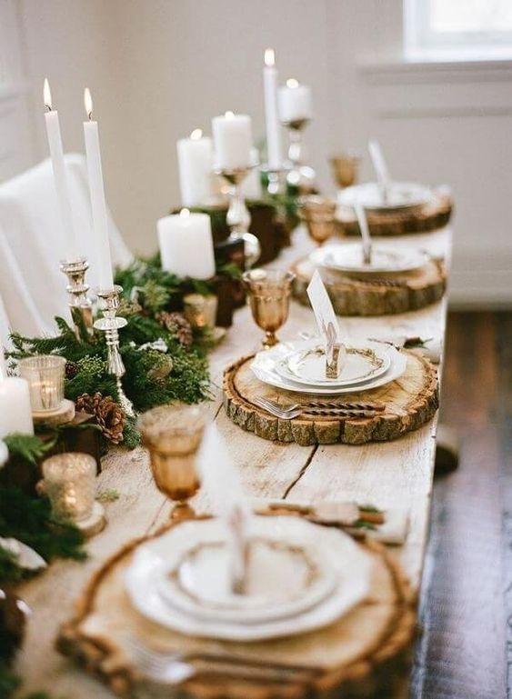 Enfeites de natal para mesa com decoração rústica com detalhes de madeira