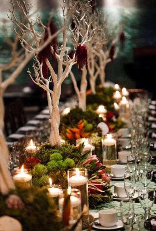 As velas são perfeitas para usar como enfeites de natal para mesa iluminada