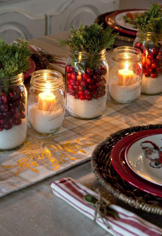 Enfeites de natal para mesa simples com velas e flores