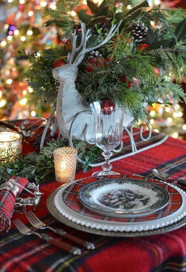 Christmas decorations for classic table with chess towel Foto Rustic & Woven