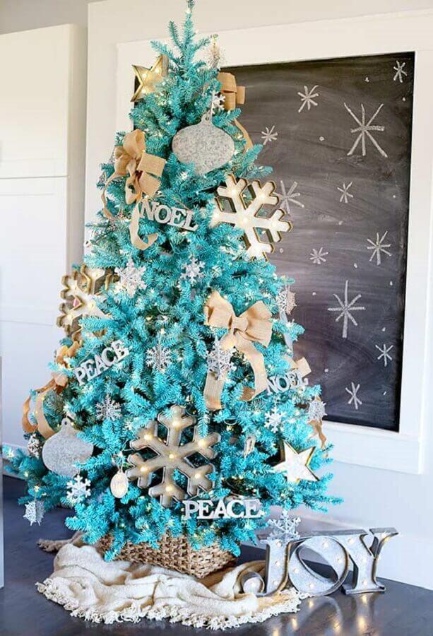Árvore de natal diferente azul e dourada