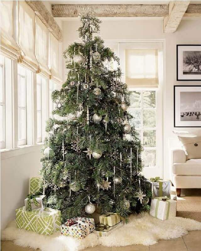 silver ornaments for decorating large christmas tree Photo Dicas4Fun