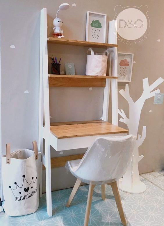 Escrivaninha infantil com estante