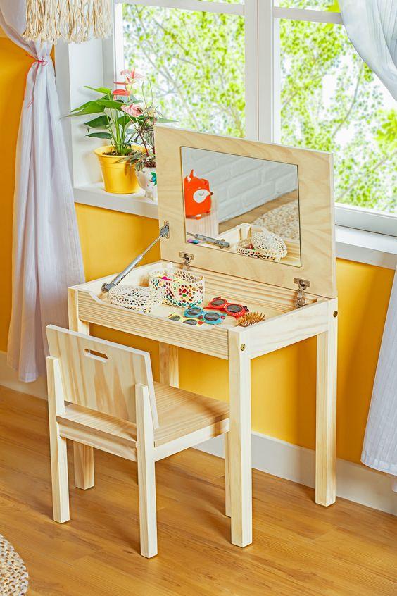 Escrivaninha penteadeira de madeira simples