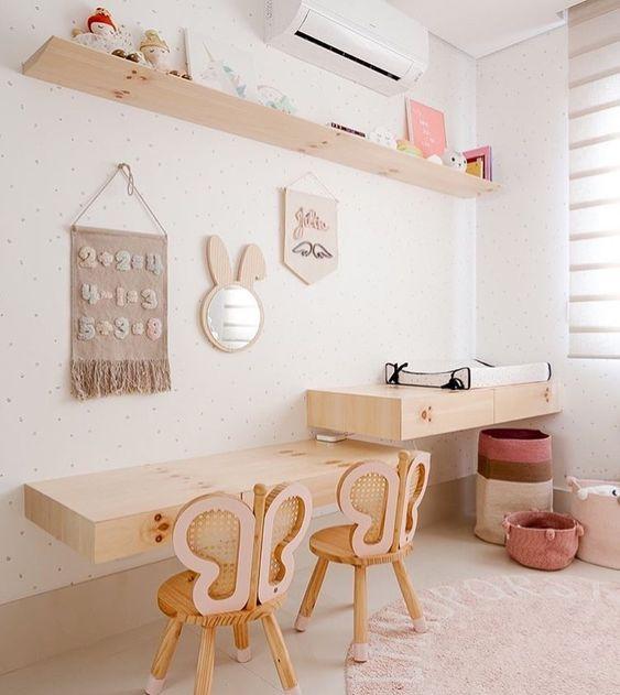 Escrivaninha infantil com cadeira de borboleta