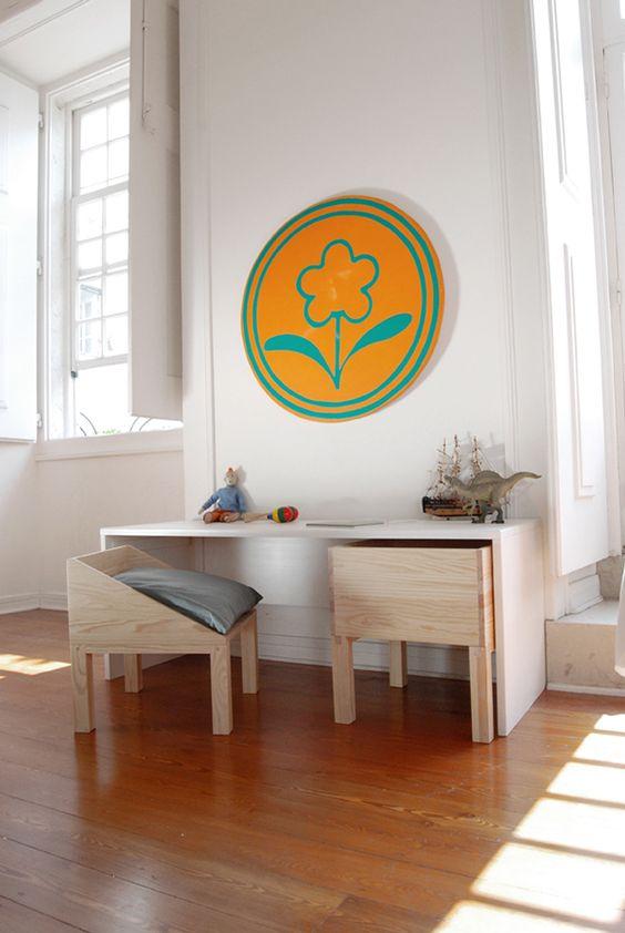 Escrivaninha infantil de madeira