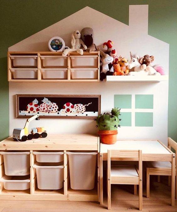 Escrivaninha infantil de madeira com nichos