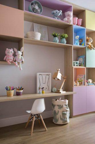 Escrivaninha infantil no quarto planejado
