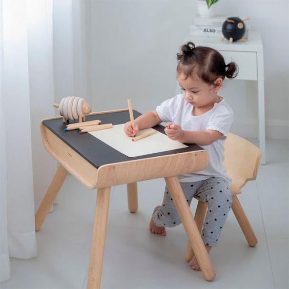 Escrivaninha infantil para desenhar
