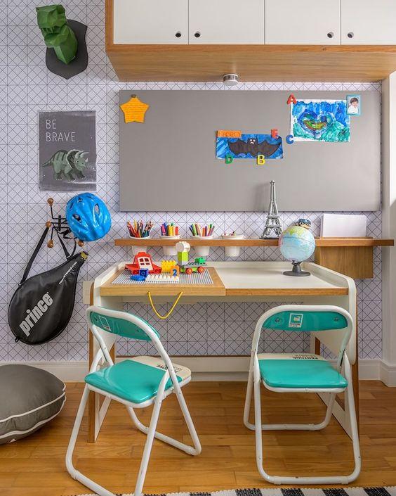Escrivaninha infantil para quarto de menino