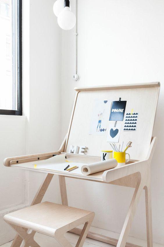 Escrivaninha infantil pequena para desenhar
