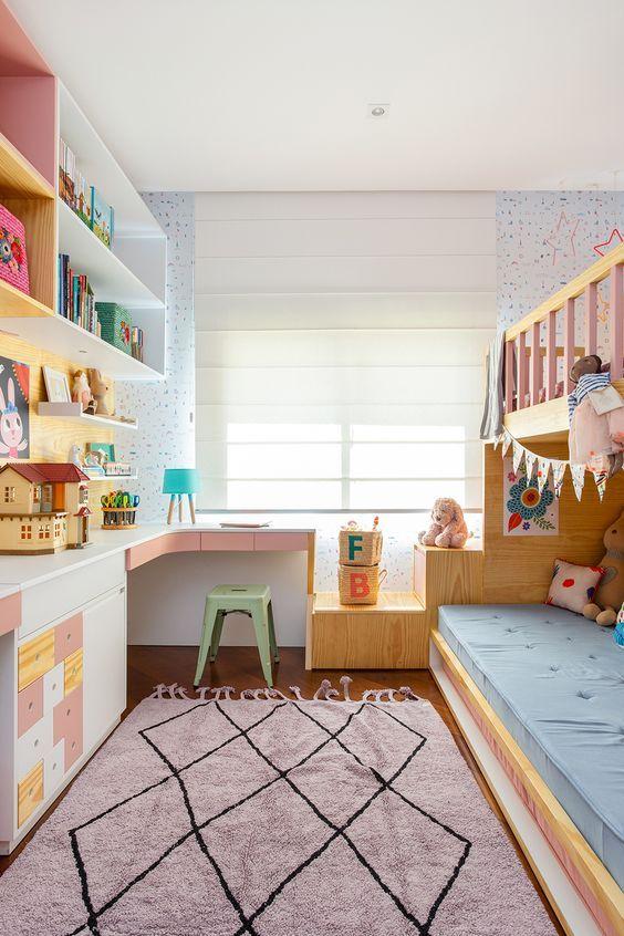 Escrivaninha infantil de canto com banquinho e beliche