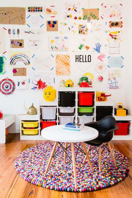 Escrivaninha infantil redonda na brinquedoteca