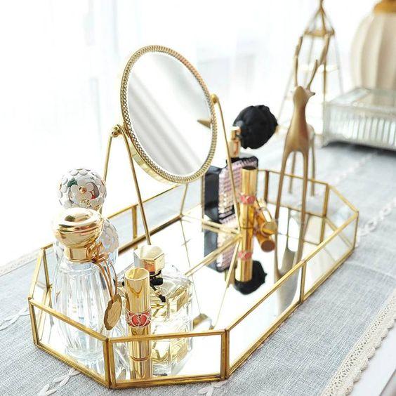 Decoração de mesa de maquiagem dourada para bandeja e espelho