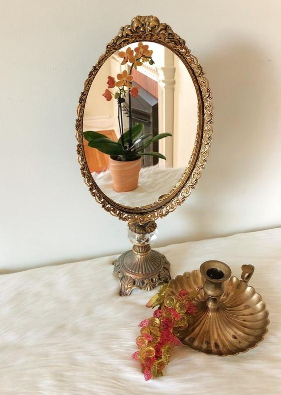 Decore sua penteadeira com espelho vintage delicado