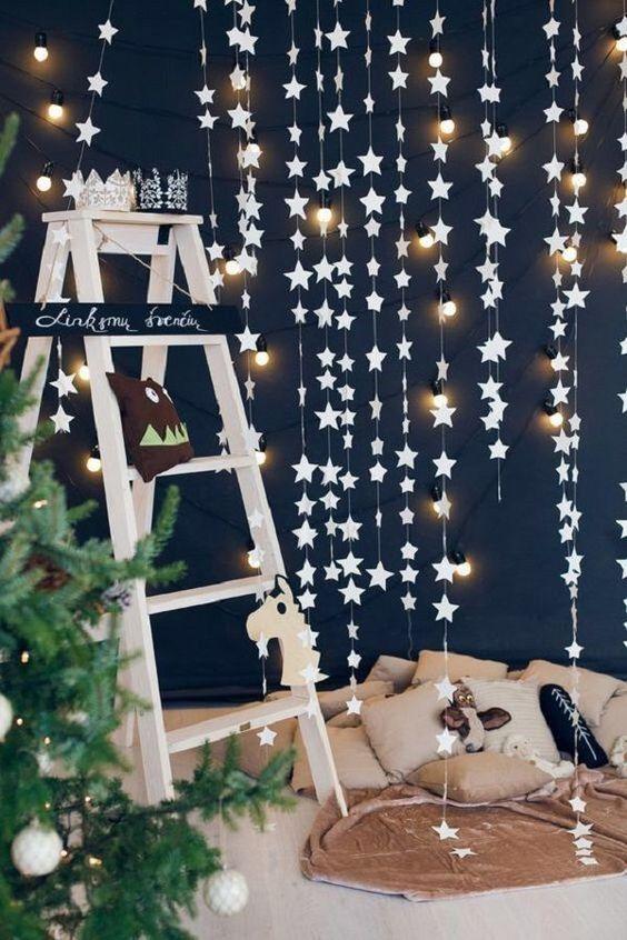 Decoração com estrelas e luzes para ceia de reveillon