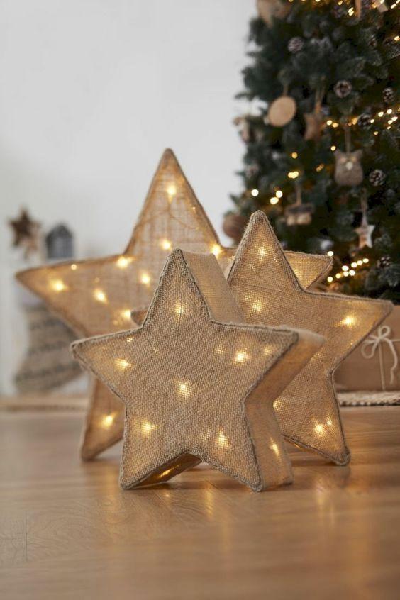 Decoração com estrela de natal iluminada