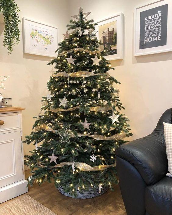 Estrela de natal na decoração da árvore