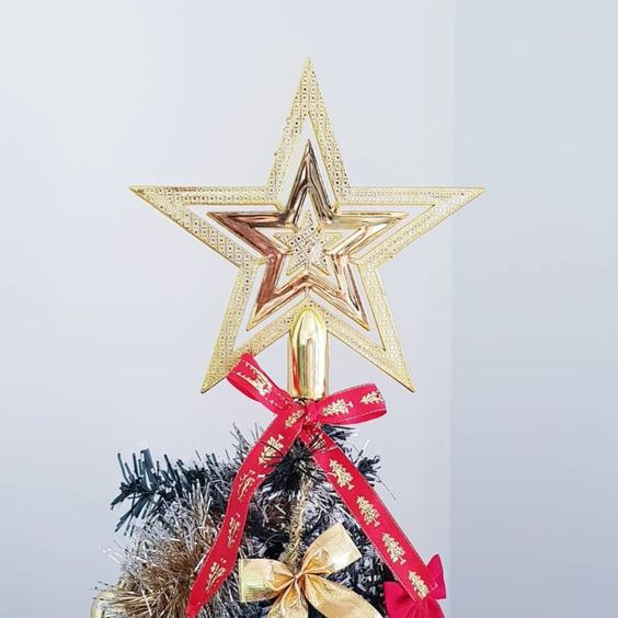 Topo de árvore com estrela de natal