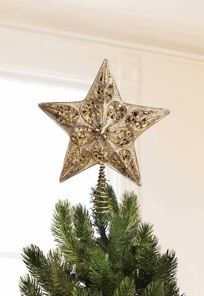 Árvore de natal com estrela no topo