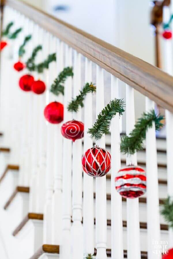 christmas party with red balls for staircase decoration Foto In My Own Style