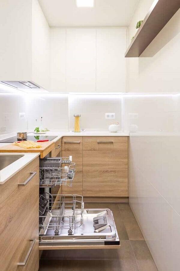 gabinete de madeira para cozinha compacta de canto com armário aéreo branco Foto Houzz