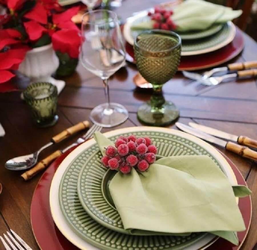 ideia de decoração de mesa posta natalina Foto Ambienta