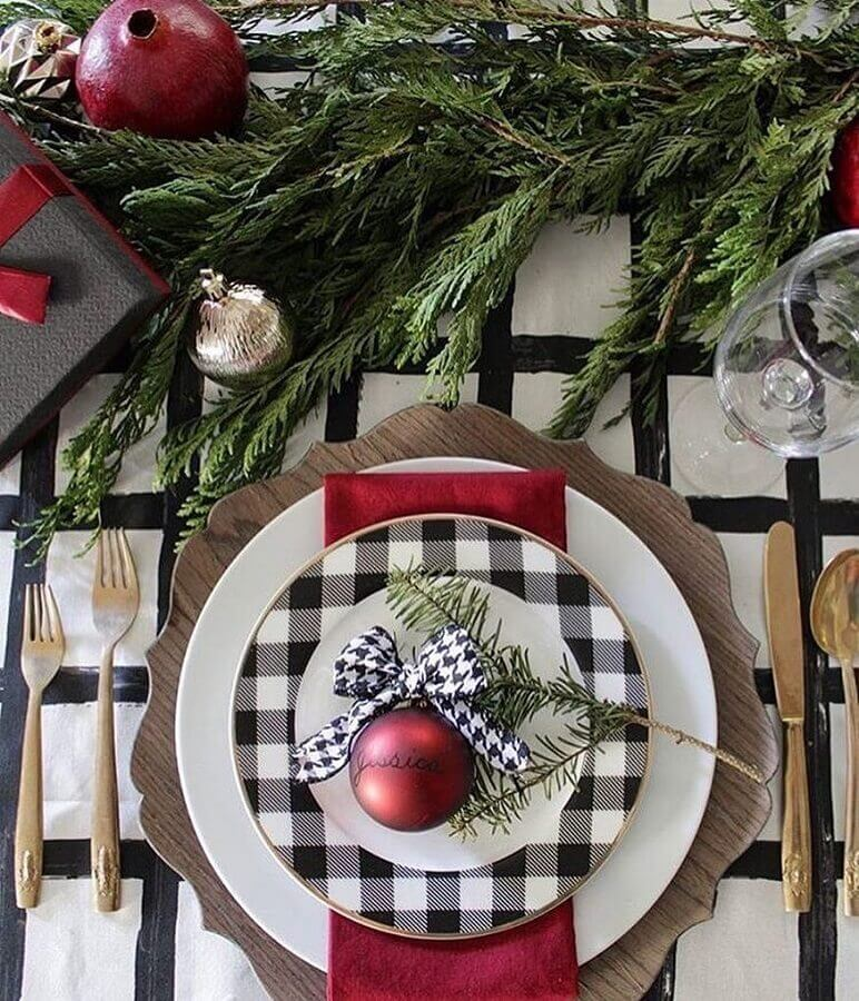 Christmas table decoration idea with checkered plate and red Christmas ball Photo Click Decor