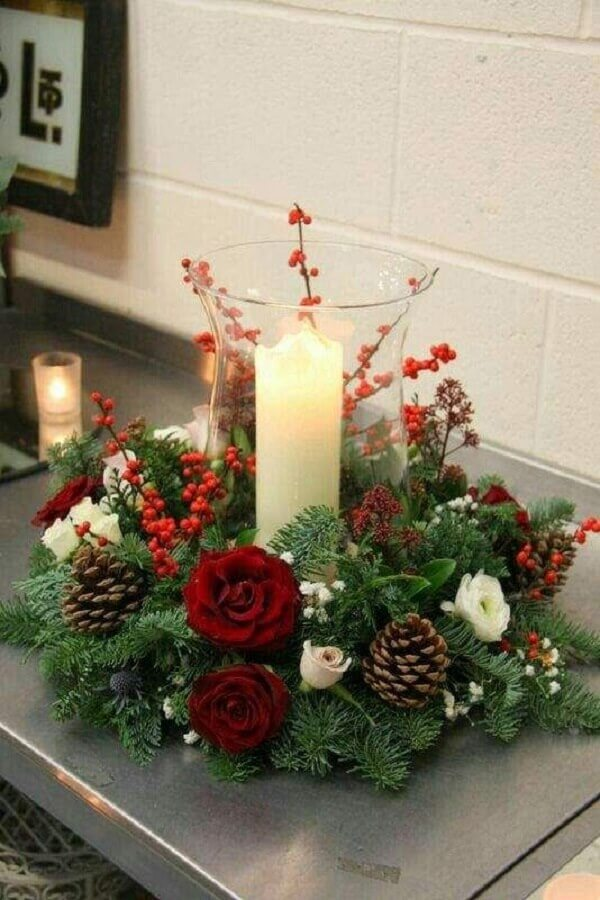 ideas for Christmas decoration with flower arrangement pine cones and candle Photo Constance Zahn
